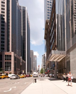 Midtown Manhattan Offices Available on Avenue of the Americas
