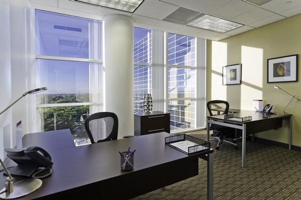 Presidential Circle Hollywood office space available now - zip 33021